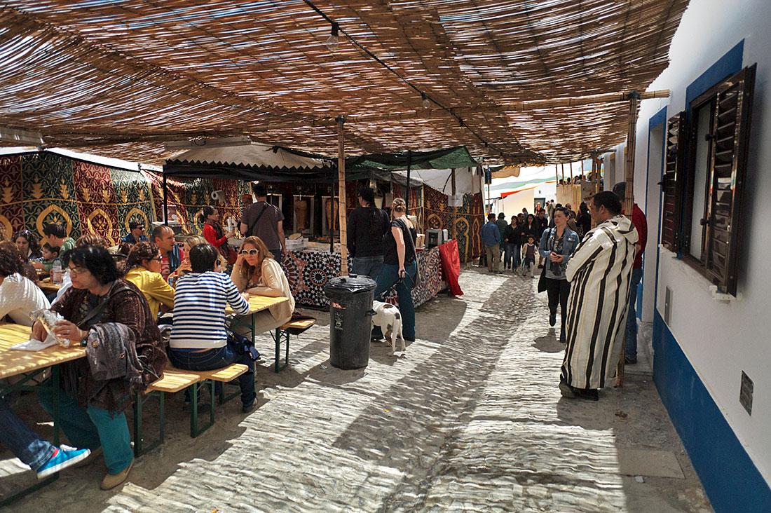 Zona reservada à alimentação e comida típica no Festival Islâmico de Mértola.