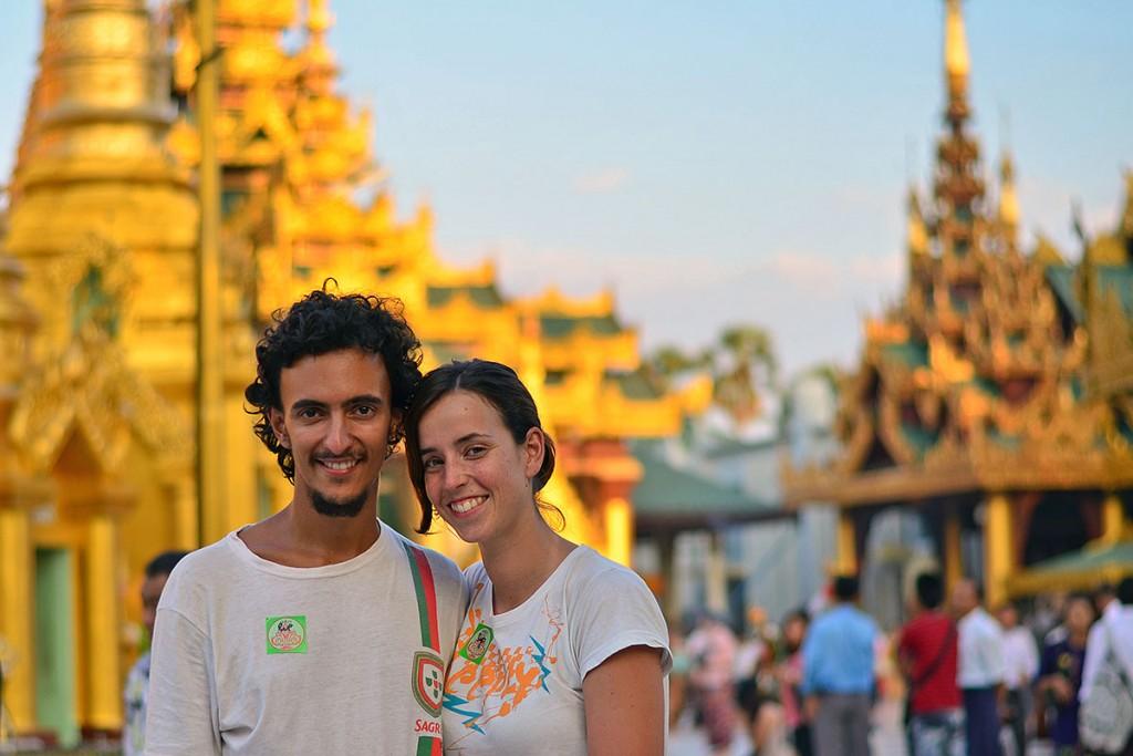 Frederico e Catarina no pagode dourado de Shwedagon, em Yangon.