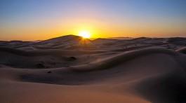 Nascer do sol nas dunas de Erg Chebbi, em Marrocos.