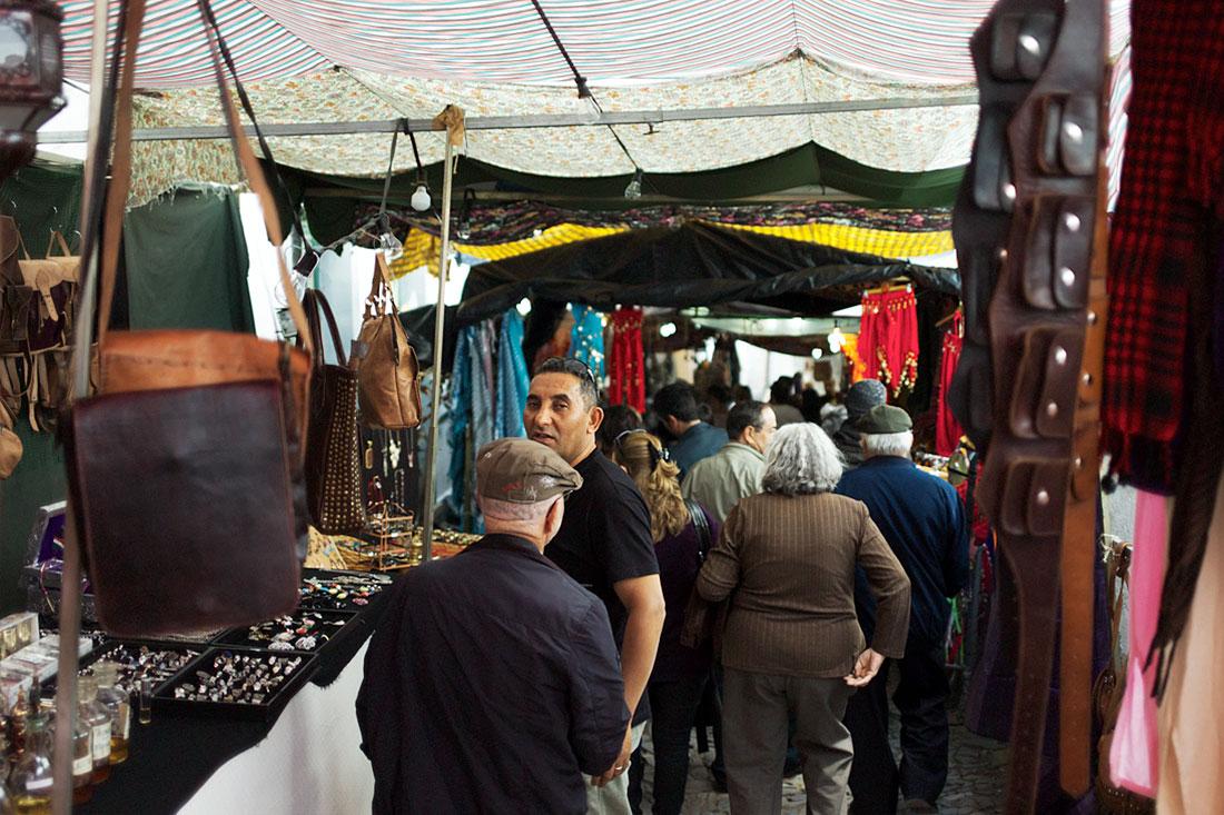 Ruas cheias de gente e transformadas num verdadeiro Souk durante o Festival Islâmico de Mértola.