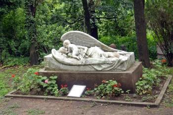 Anjo caído no tumulo de Marie Louise, museu de arte Gabriel Dubois, Alta Gracia, Argentina.