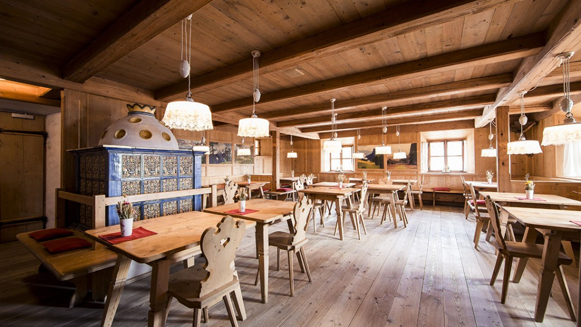 Rico em pratos tiroleses, o restaurante Ida Parlour está instalado no Vigilius Mountain Resort.