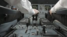 Preparação para voar no cockpit de um Airbus A320 da companhia aérea Swiss.