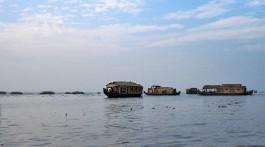 Houseboats nos remansos de Alappuzha onde se pode passar a noite.