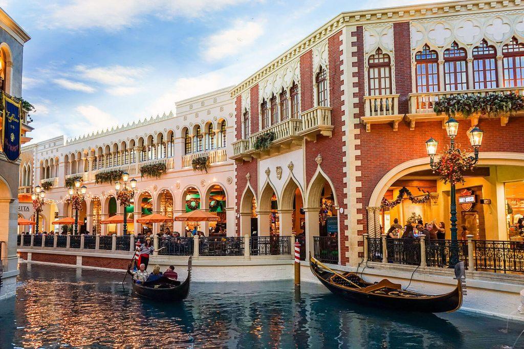 Canais e gondolas no hotel The Venetian, em Las Vegas.