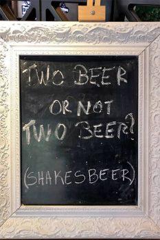 Quadro preto na cervejaria Brahma, em Blumenau.