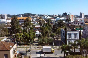 Ruas e casario da região de São Bento do Sul.
