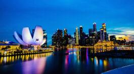 Skyline ao anoitecer em Singapura